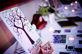 nas svadobny strom, ktory nam namalovala moja segra