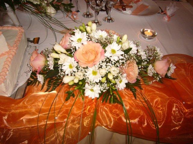 Detaily zo svadby - ikebana na  hlavnom stole