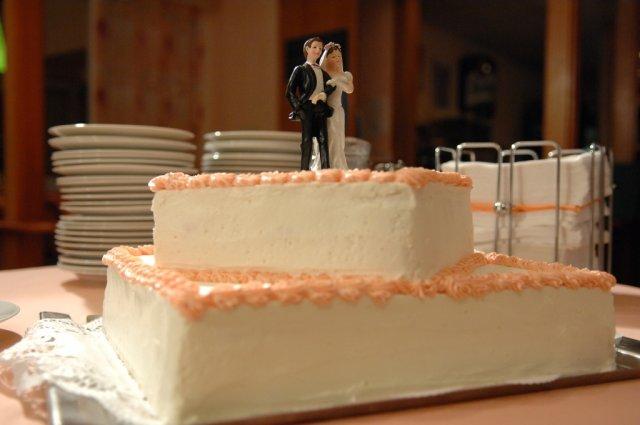 Detaily zo svadby - pripravena torticka na rozkrajanie