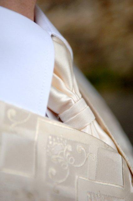 Detaily zo svadby - kravatu si zenich pozical zo salonu Nicole, model Harry
