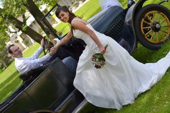 svatební vozidlo nám zapůjčila zdarma moje skvělá kolegyně z práce. Patří jí velké díky!