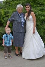 maxigenerační - naše babi s prostřední vnučkou a nejmenším pravoučetem