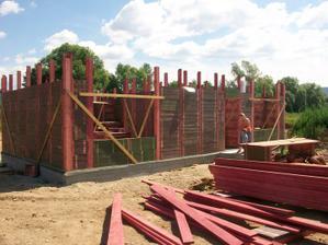 A domeček už se staví :-)(začátek července 10)