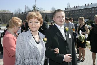 Ženich s maminkou...