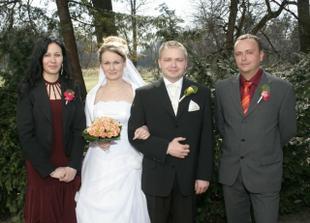 S našimi svědky - moje sestra a manželův kamarád.