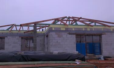 Už sa to podobá na strechu