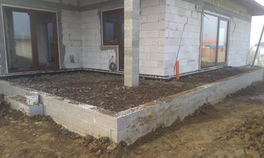 Budúca terasa .... tam sa bude piť raňajšia kávička :-)