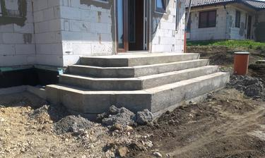 Táááák a schodište máme :-)
