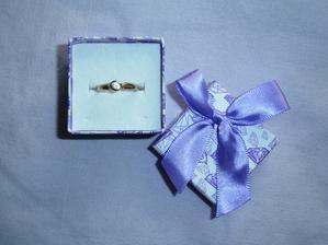 Můj zásnubní prstýnek a ..... budoucí manžel je všímavý .... fialová krabička!!! :)