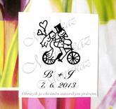 Svatební na kole č. 2 iniciály. Omyv. razítko, cca 3 - 3,5 x 4,5 - 5 cm (dle písma).