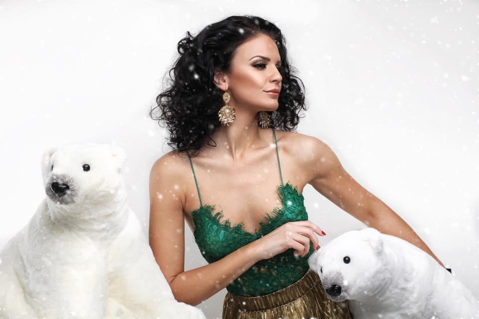 Kampane líčenia - líčenie pre značku MARNI. vianočná kolekcia nášníc hand - made