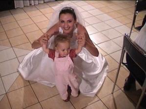 s najmladšou účastníčkou svadby :-)