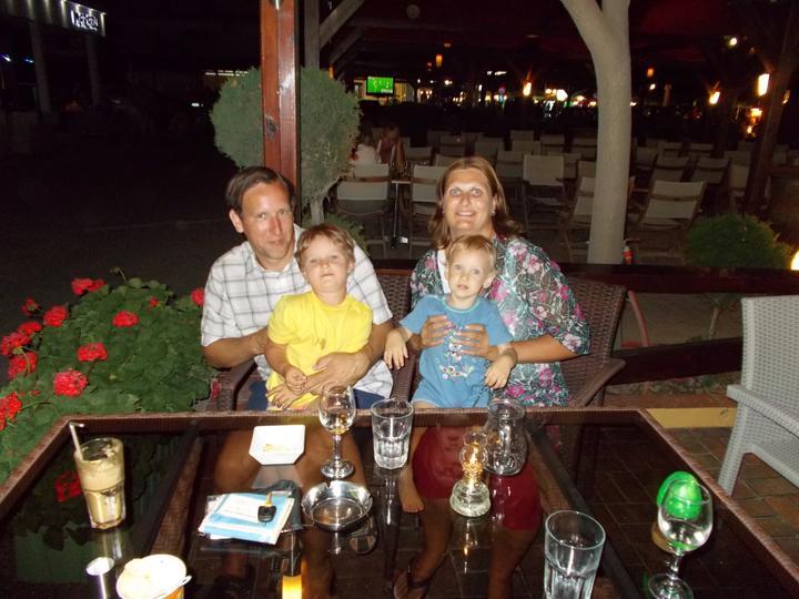 Lucie Pudilová{{_AND_}}Martin Kovařík - Spokojená rodinka na dovolené v Řecku. Moc jsme si ji užili.