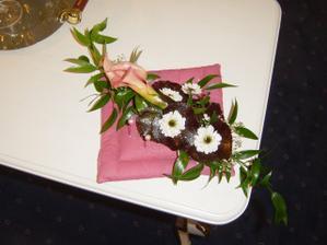 náš polštářek pro prstýnky - dárek od květinářství DUHA