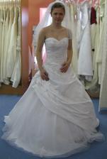 Ty pravé - svatební šaty Levante z kolekce Pronovias v bílé