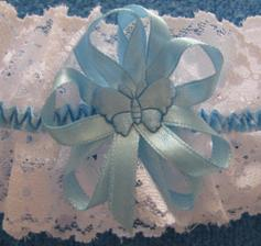 Modrý motýlek na podvazku