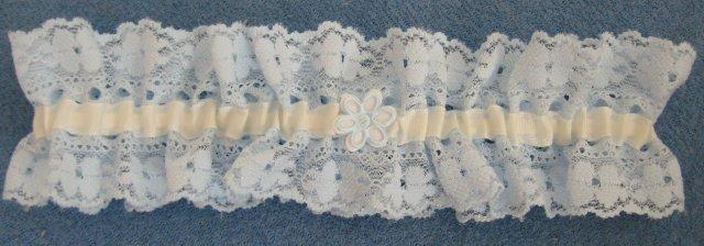 Tento podvazek jsem dostala ve svatebním salonu Tosca zdarma k svatebním šatům