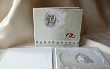 Obal na CD se svatebníma fotkama