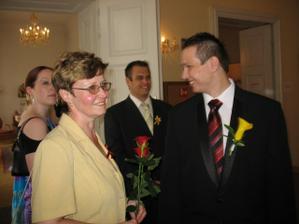 Můj manžel s mou mamkou