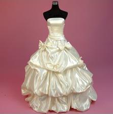 Nádherné princeznovské šaty!