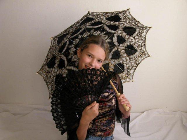 Soňulka & Míša 2010 - K šatům s černou výšivkou