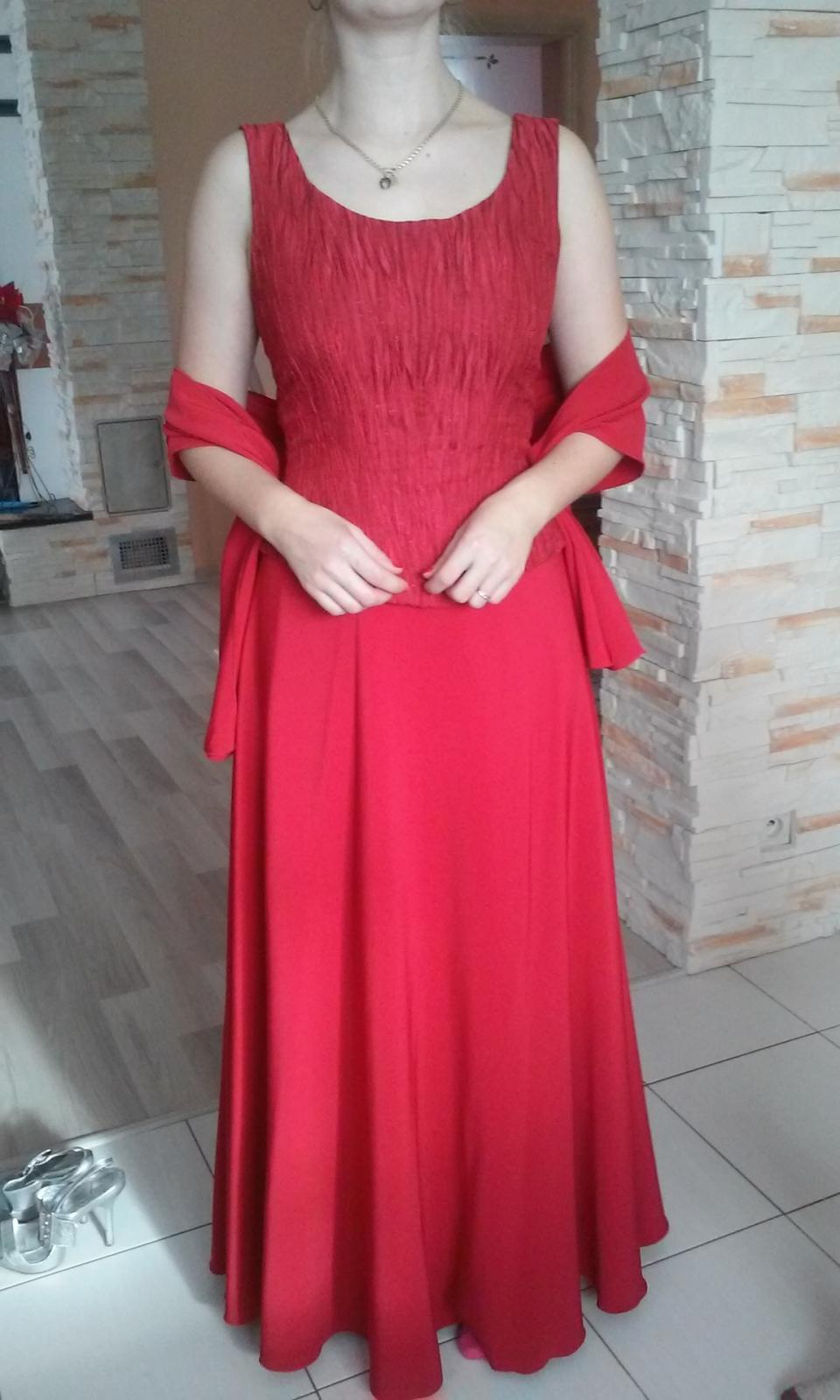 Červené korzetové šaty - Obrázok č. 2
