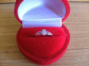 18.4.2008 jsem dostala tenhle krásný prstýnek