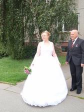 A nevěsta se poprvé ukazuje svatebčanům