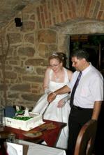 Z dortu jsme zbaběle ukrojili jen jeden kousek a zbytek nechali na obsluze