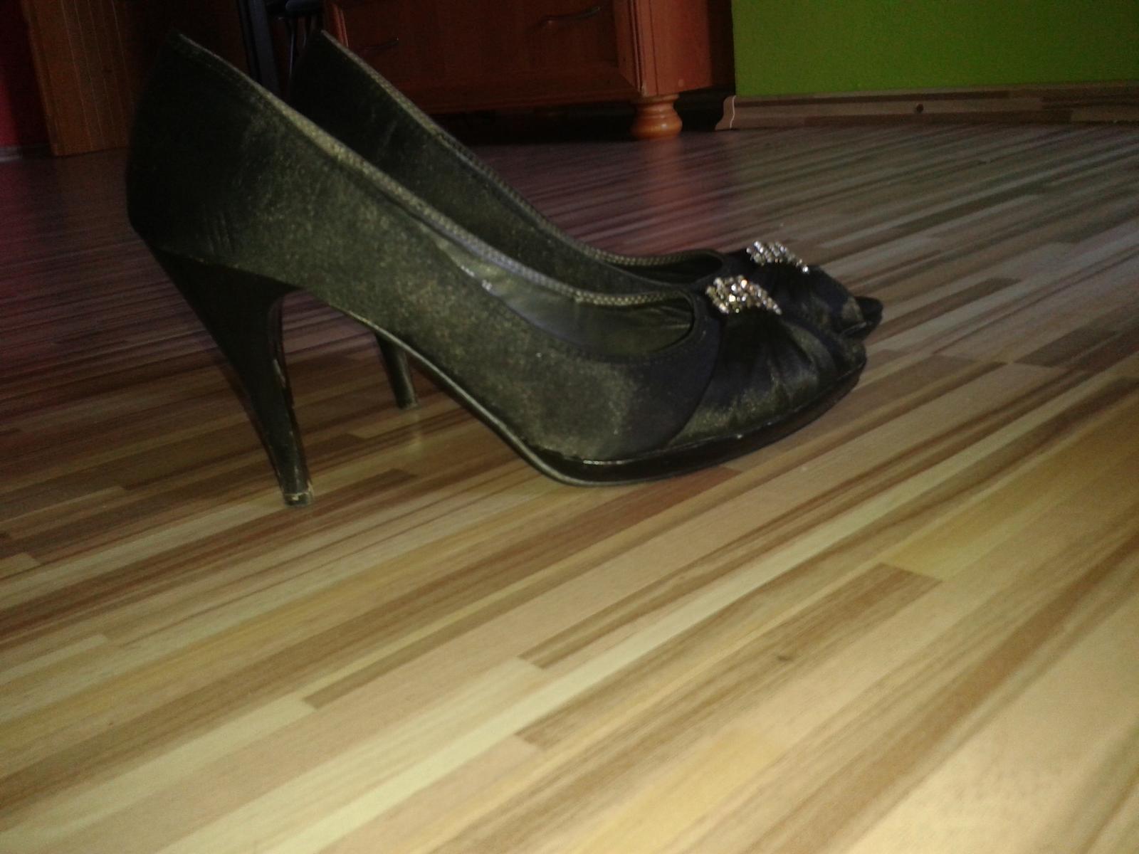 cierne sandalky - Obrázok č. 1