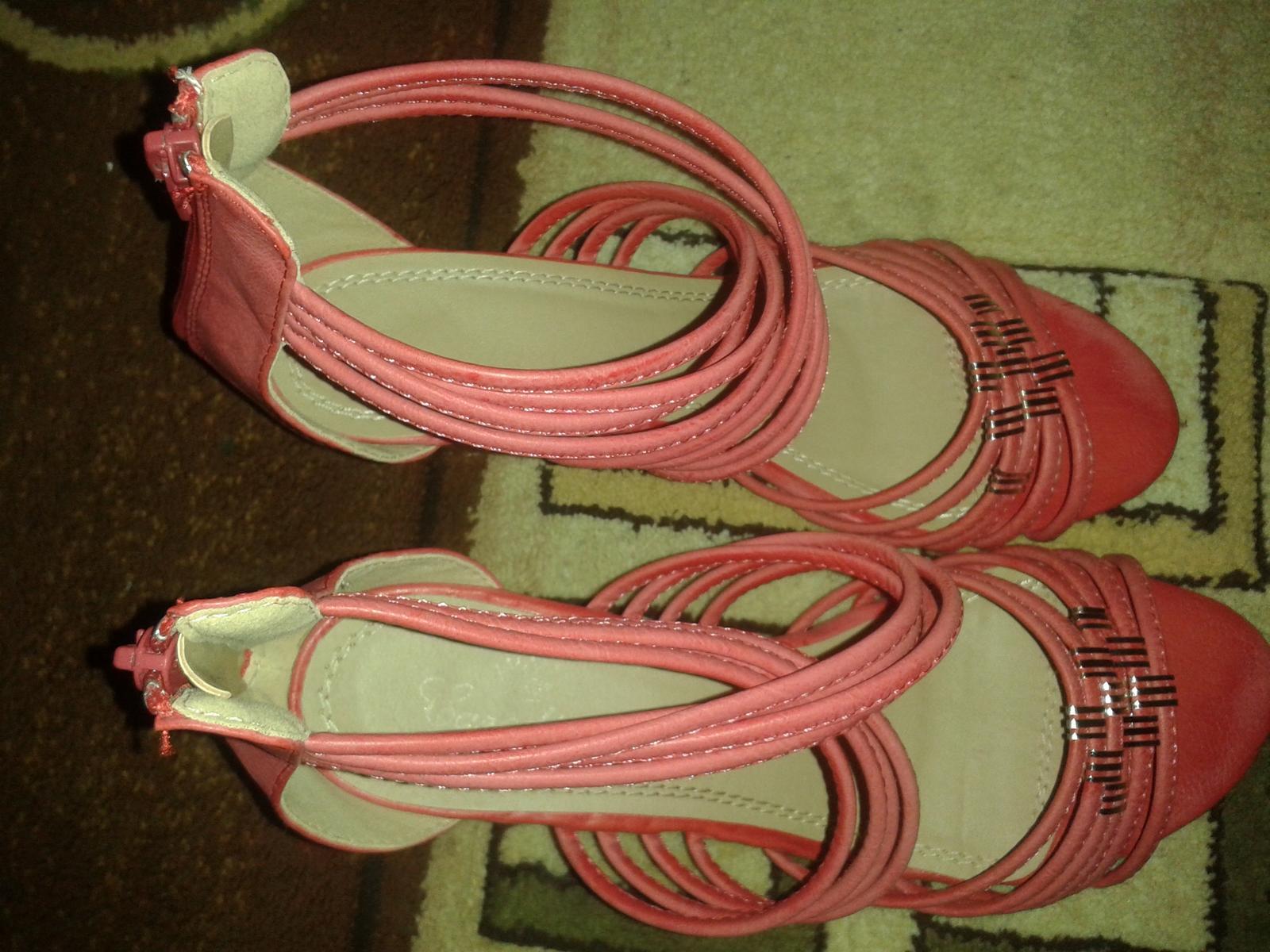 cervene sandale na platforme - Obrázok č. 3