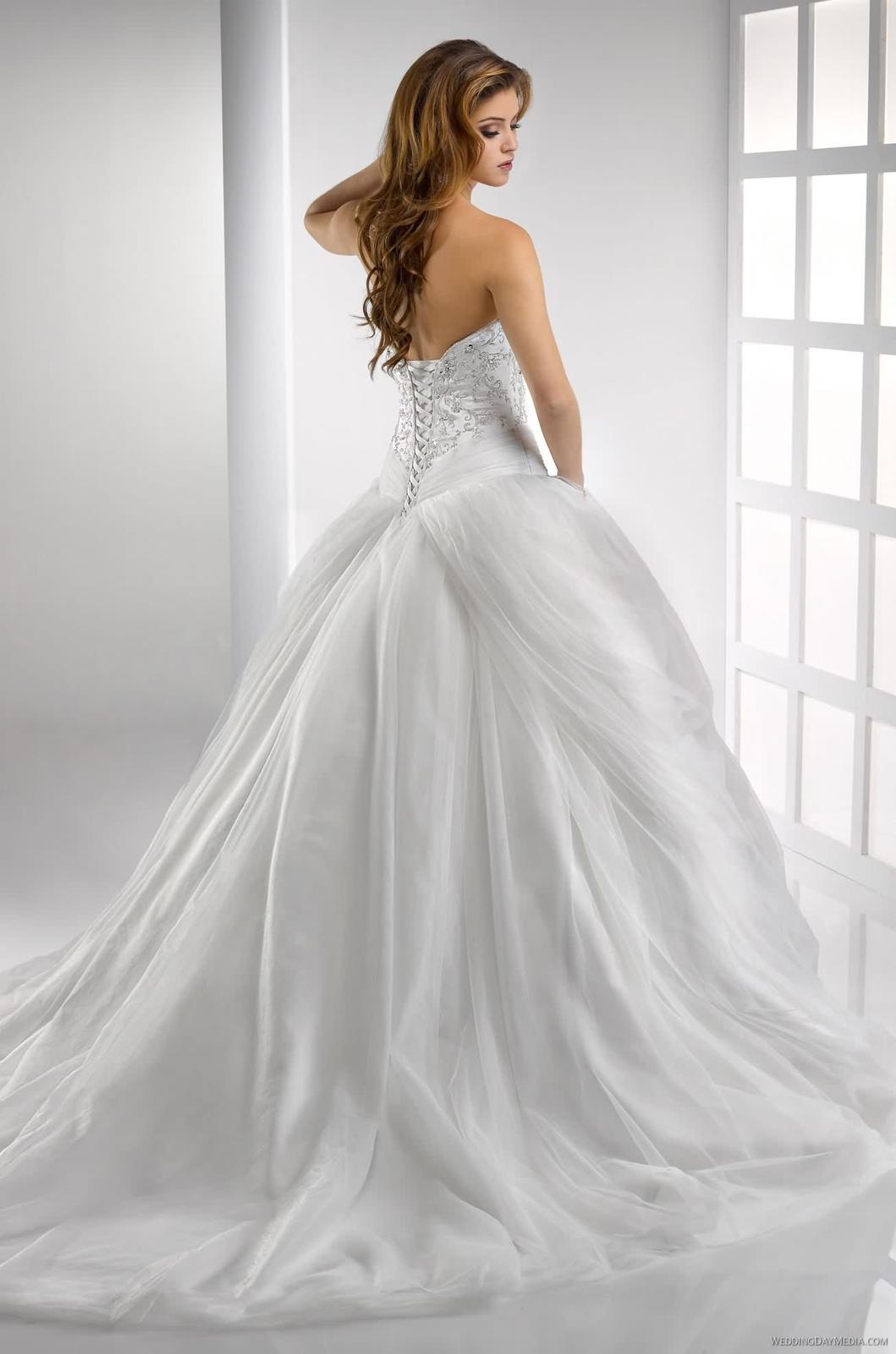 Výpredaj svadobných šiat! - Farba: diamond white, veľkosť 32-40
