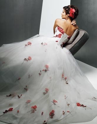 Výpredaj svadobných šiat! - Farba: diamond white with scarlet bouguet, veľkosť 36-40