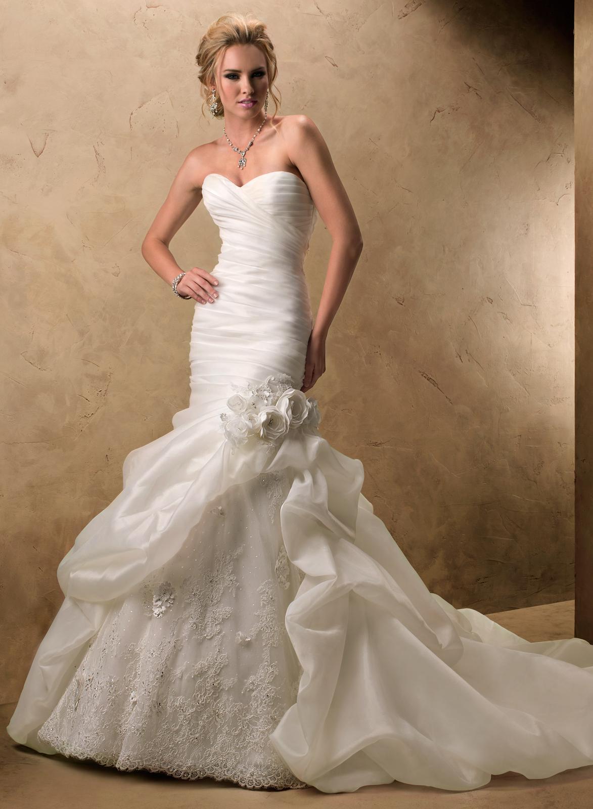 Výpredaj svadobných šiat! - PYPER