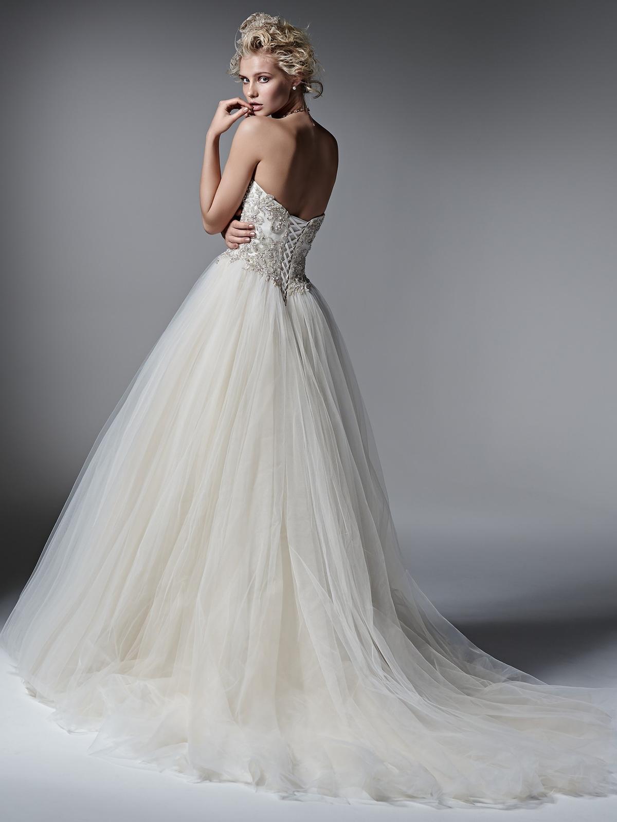 Pôvabné a luxusne pôsobiace svadobné šaty LAYLA prestížnej značky Sottero&Midgley na Vás čakajú v salóne Diamond v ŽILINE ;) - Obrázok č. 2