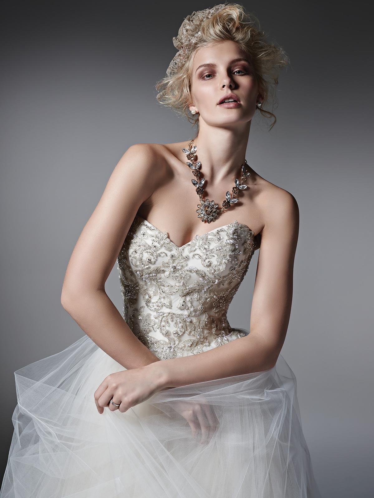Pôvabné a luxusne pôsobiace svadobné šaty LAYLA prestížnej značky Sottero&Midgley na Vás čakajú v salóne Diamond v ŽILINE ;) - Obrázok č. 3