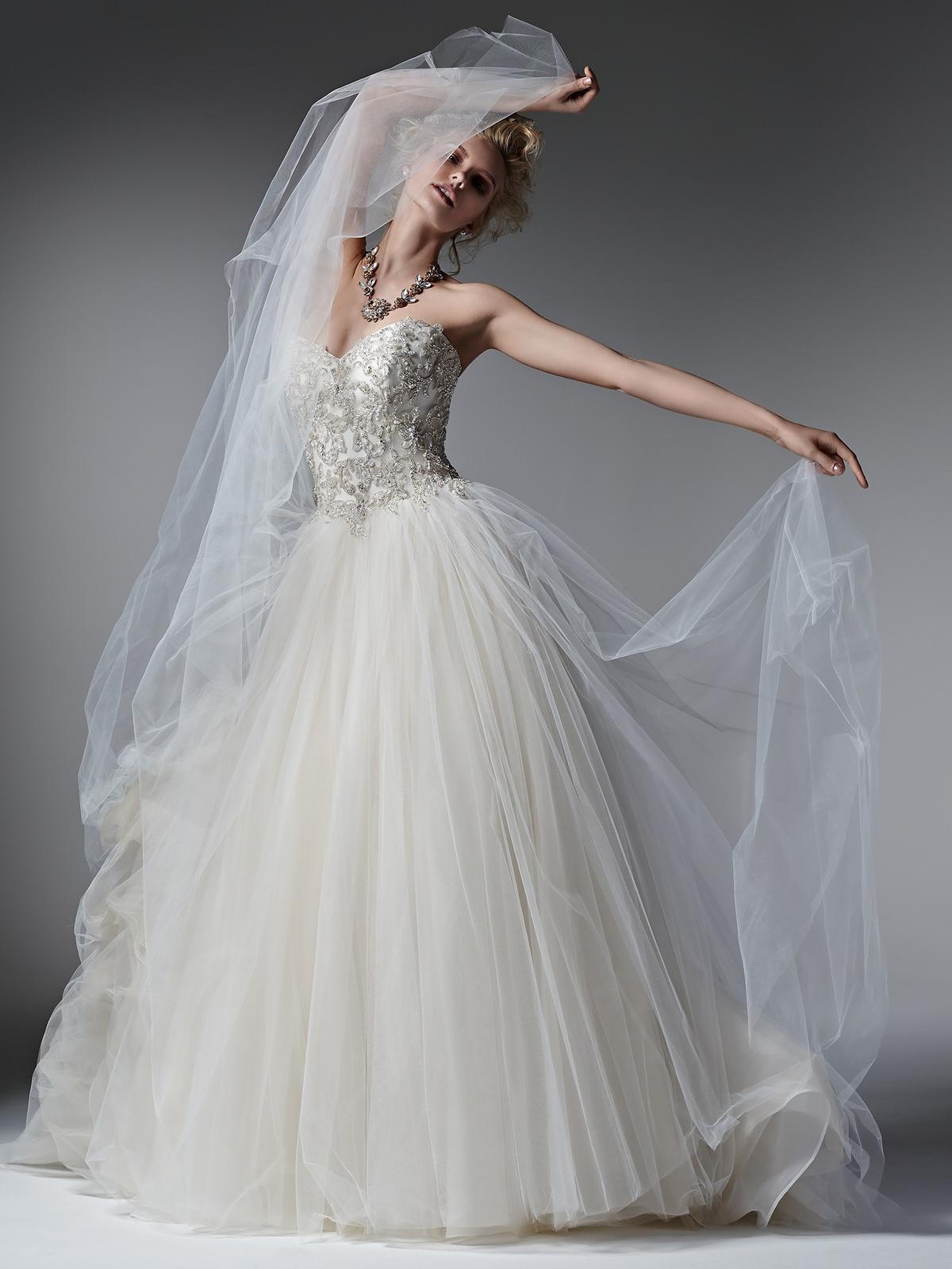 Pôvabné a luxusne pôsobiace svadobné šaty LAYLA prestížnej značky Sottero&Midgley na Vás čakajú v salóne Diamond v ŽILINE ;) - Obrázok č. 4