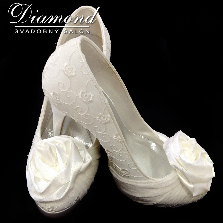 Krémové svadobné topánky s plnou špičkou - Obrázok č. 1