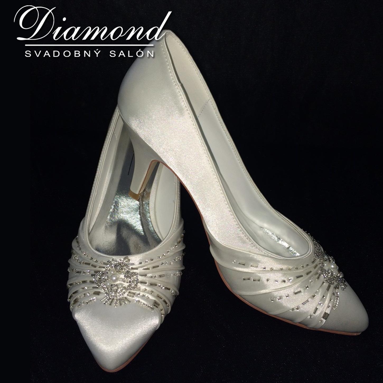 Krémové svadobné topánočky s kamienkami - Obrázok č. 1