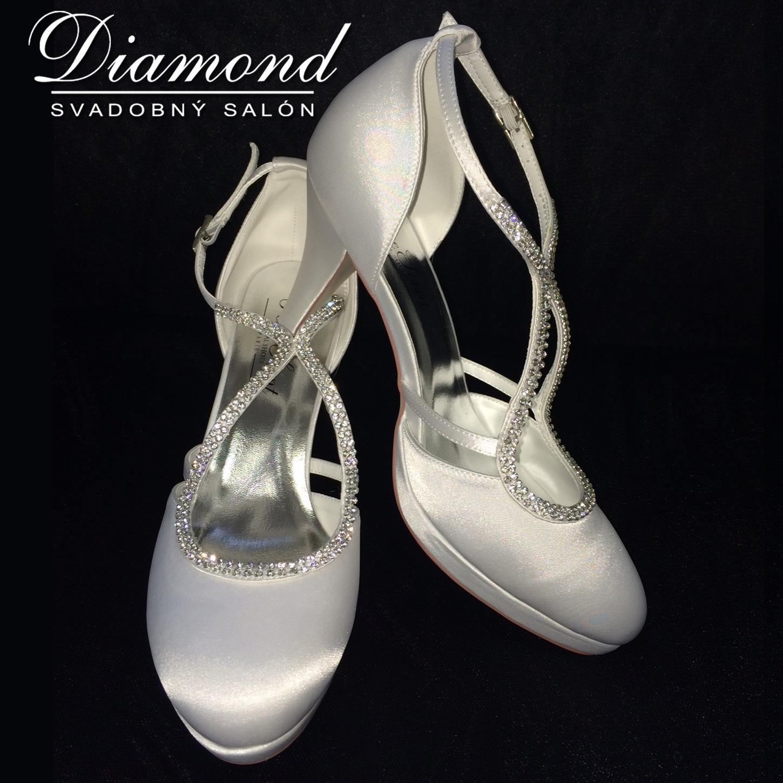 Snehobiele saténové svadobné topánky - Obrázok č. 1