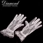 Elegantné biele čipkované rukavičky,