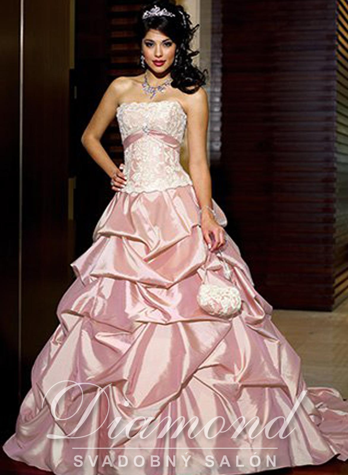Ružové svadobné šaty, ktoré dokonalé sadnú - Obrázok č. 1