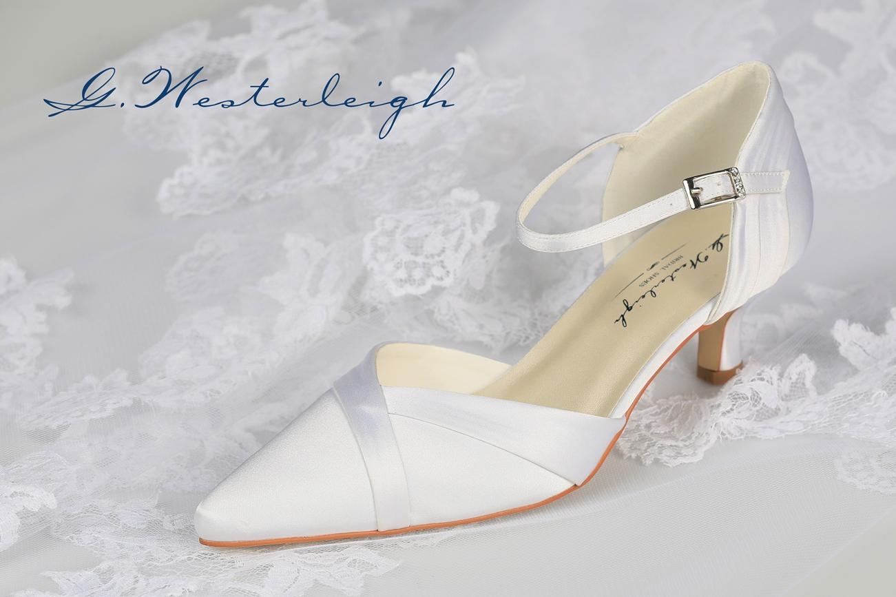 Biele špicaté svadobné topánky  - Obrázok č. 1