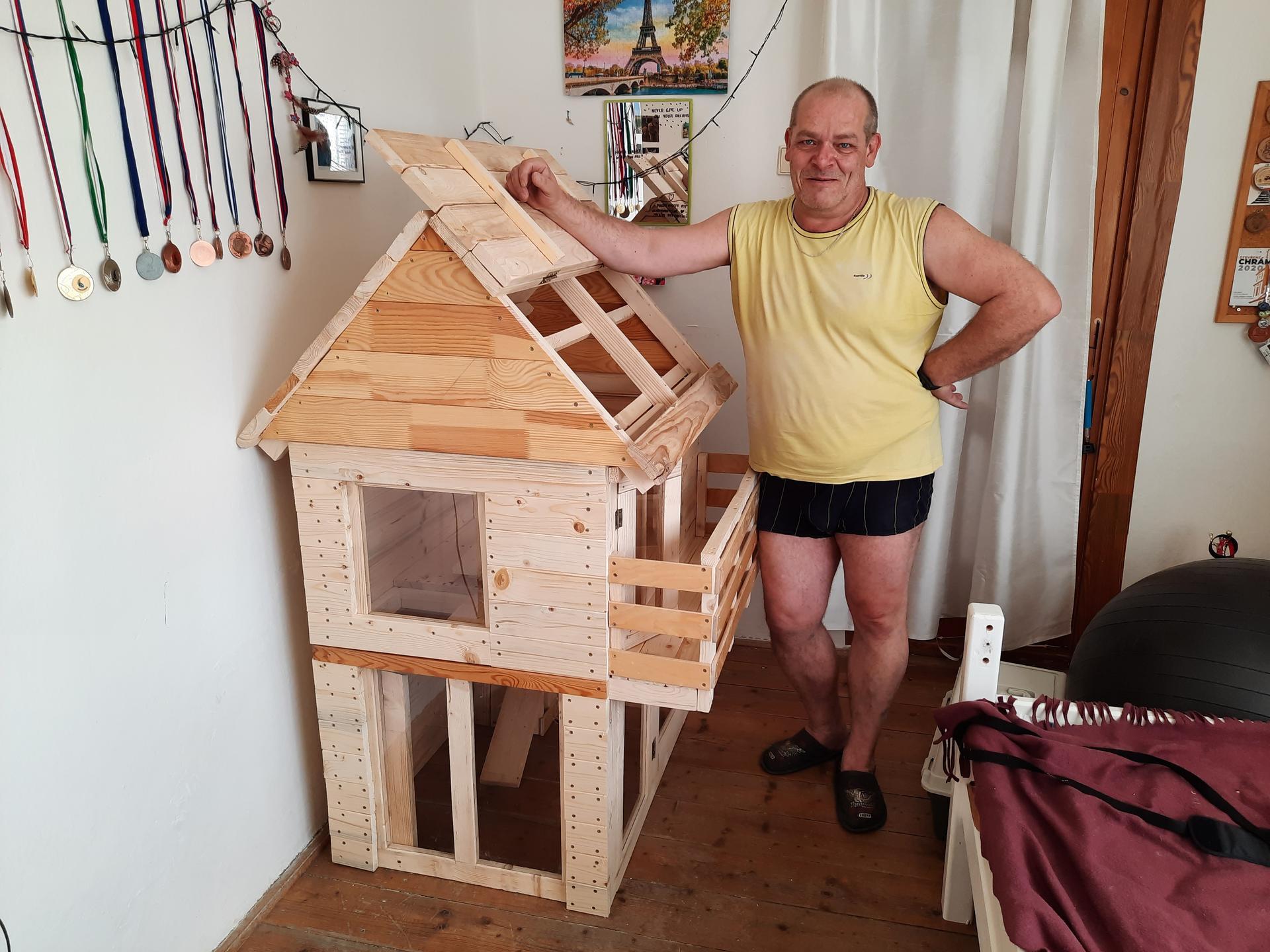 Zase po dlouhé době jsem se tu ukázal. udělal jsem domek pro králíka. - Obrázek č. 2