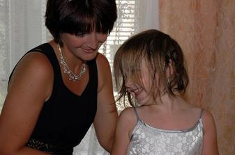 moja sestra Sisa s neterkou Leou - malá práve vstala :)
