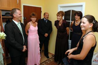Peťo s rodičmi a krstnými = našimi svedkami u mojich rodičov... pýtanie bolo mimoriadne veselé :)