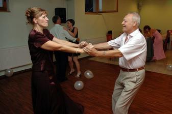 pre mňa najväčšie prekvapenie večera - môj ocino tancoval :) (netancoval vraj ani na svojej vlastnej svadbe)