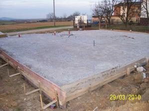 hotové odpady , spevnený podklad,pripravené na betonovanie
