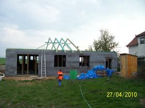 Začali nám robiť krov