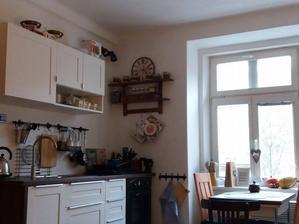 pohled k nám do kuchyně